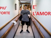 epa04167609 A handout from The New York Times shows Jeff Bauman, who lost his lower legs in the Boston Marathon bombings, walks on his own for the first time since the marathon at a final fitting for his prosthetic legs, in Massachusetts, USA, 31 May 2013. Josh Haner, was awarded the Pulitzer, on 14 April 2014, in feature photography for his images of the slow and painful recovery process for a survivor of the Boston Marathon bombing.  EPA/JOSH HANER / The New York Times HANDOUT PART OF PULITZER PRIZE WINNING PACKAGE BY JOSH HANER-- FOR USE ONLY WITH STORIES ON PULITZER PRIZE -- ALL OTHER USE PROHIBITED --  EDITORIAL USE ONLY/NO SALES